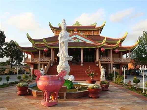 Nằm mơ thấy đi chùa có ý nghĩa như thế nào