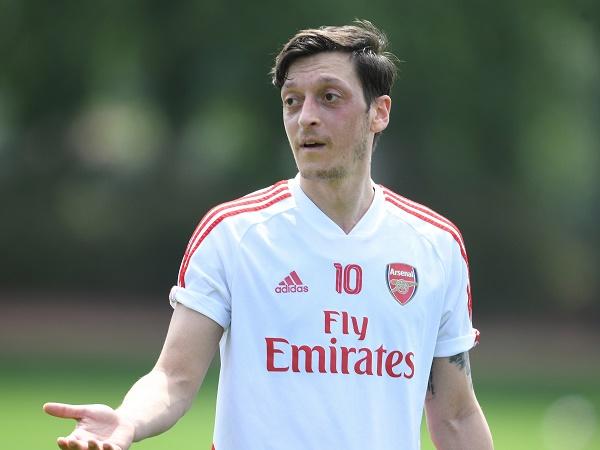 Tin bóng đá Arsenal 16/12: Mesut Ozil quyết tâm ở lại Arsenal